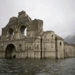 В Мексике из-под воды появился 400-летний храм